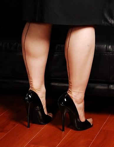 Cuban Heel-Nylons